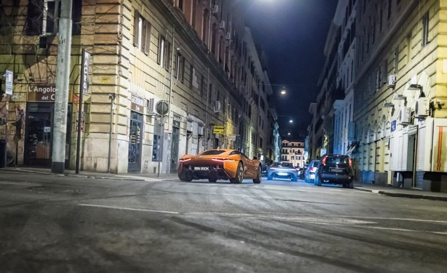 Epic-On-Set-Photos-of-James-Bond-007-Spectre-Movie-Cars-1802-876x535