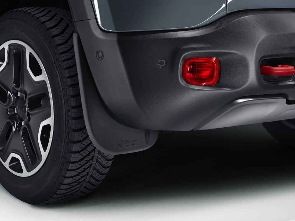Jeep-Renegade-Trailhawk-accessorized-by-Mopar-8