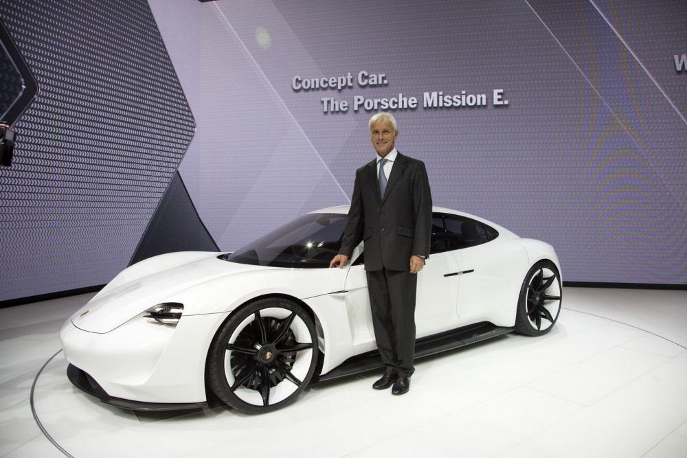 Porsche-Mission-E-Concept-10