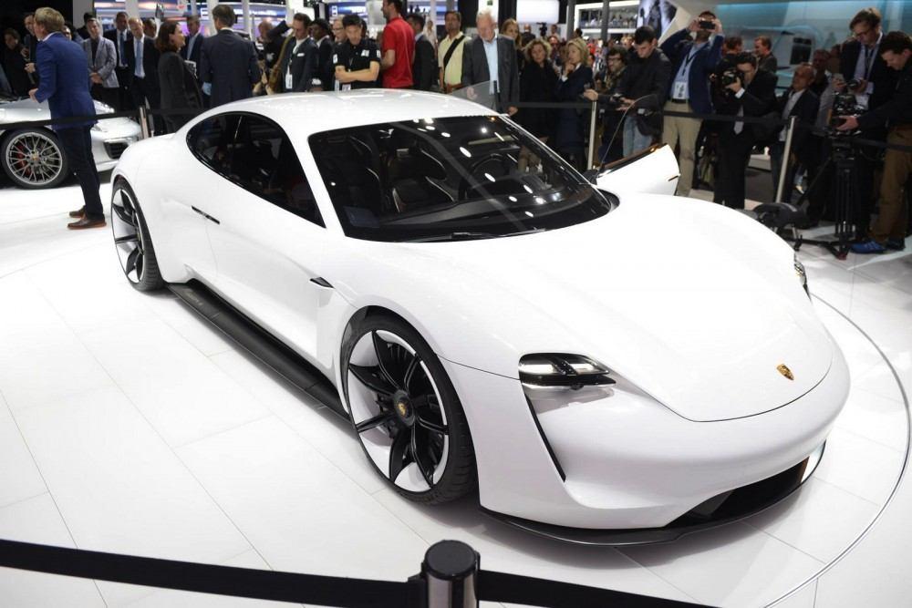 Porsche-Mission-E-Concept-14