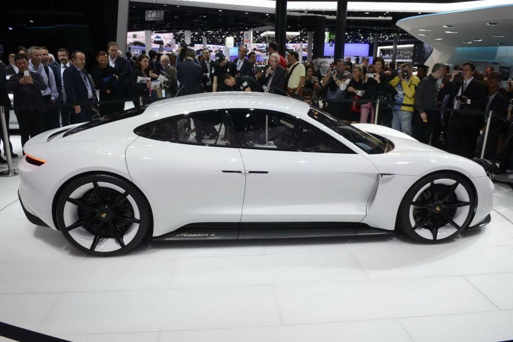 Porsche-Mission-E-Concept-15