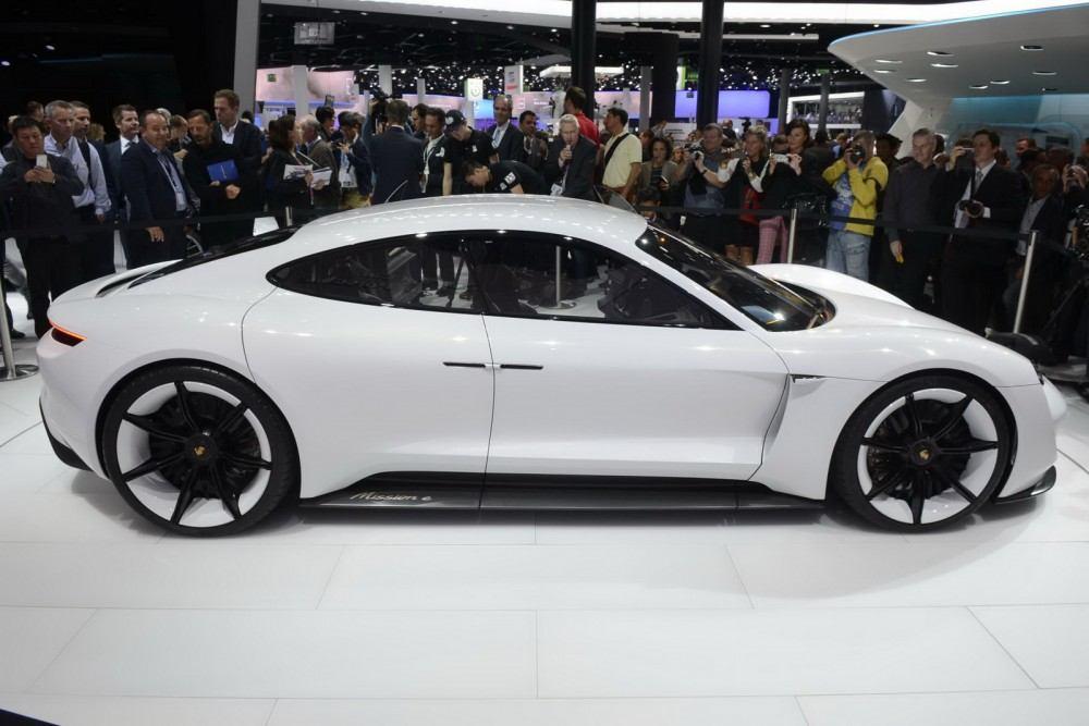 Porsche-Mission-E-Concept-16