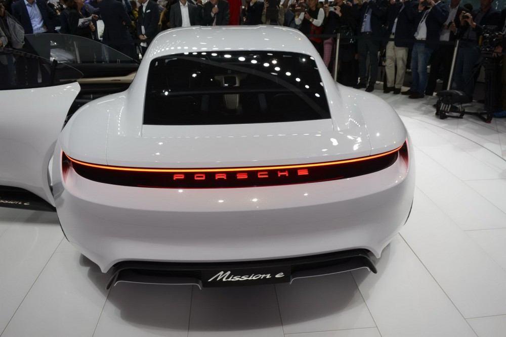 Porsche-Mission-E-Concept-17