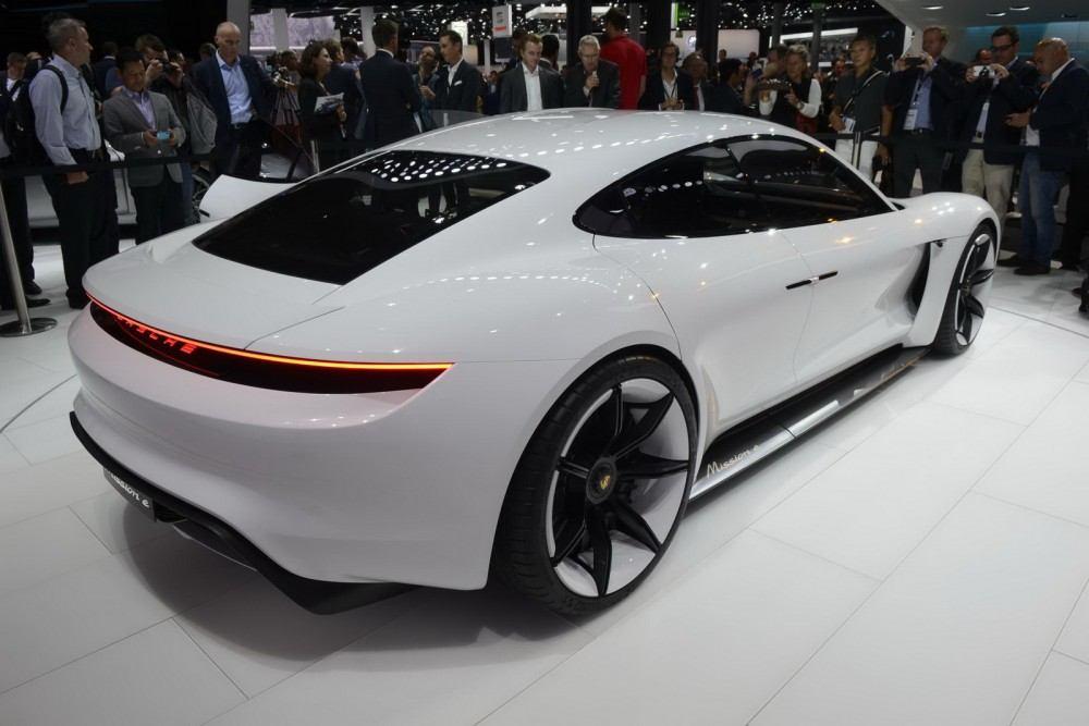 Porsche-Mission-E-Concept-19