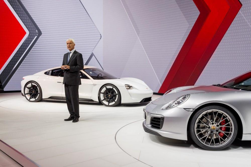 Porsche-Mission-E-Concept-7