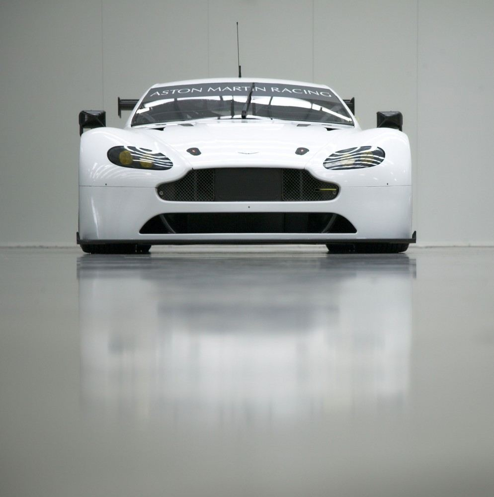 The-Vantage-GTEs-front-splitter-has-been-redesigned-to-improve-airflow