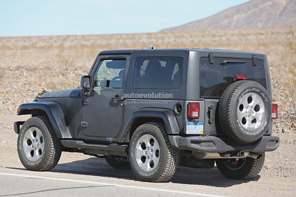 new-2018-jeep-wrangler-spied-testing-in-the-desert-will-grow-in-length_18