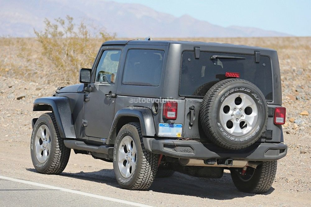 new-2018-jeep-wrangler-spied-testing-in-the-desert-will-grow-in-length_20