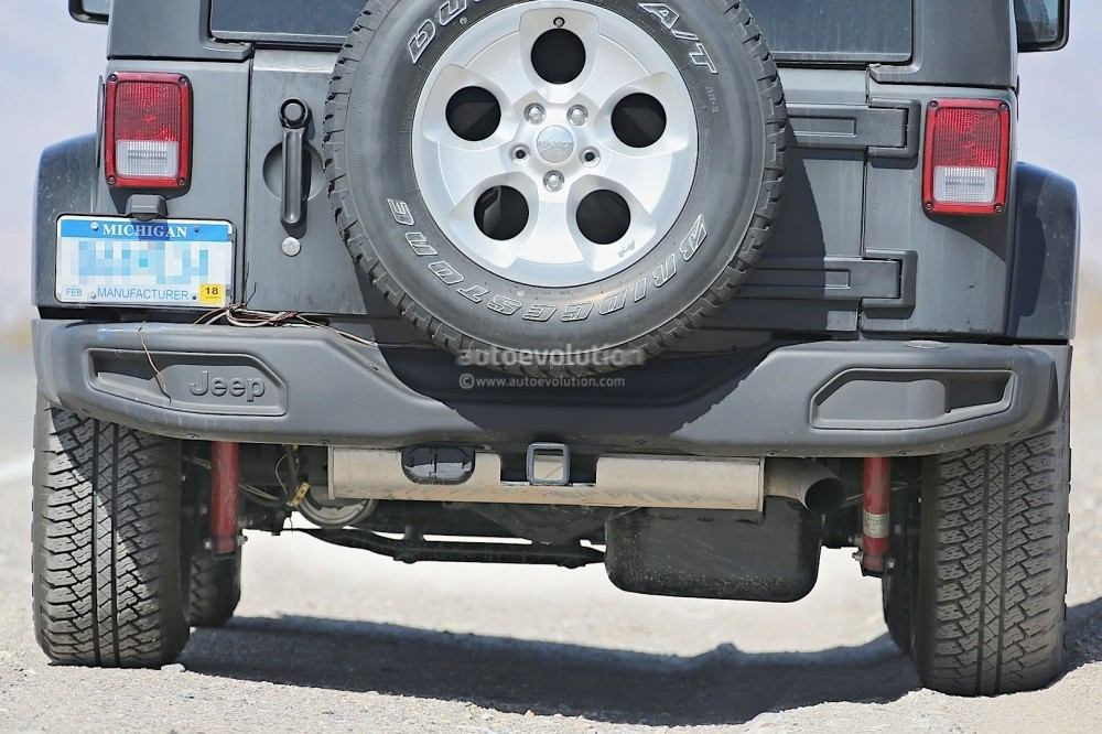 new-2018-jeep-wrangler-spied-testing-in-the-desert-will-grow-in-length_22