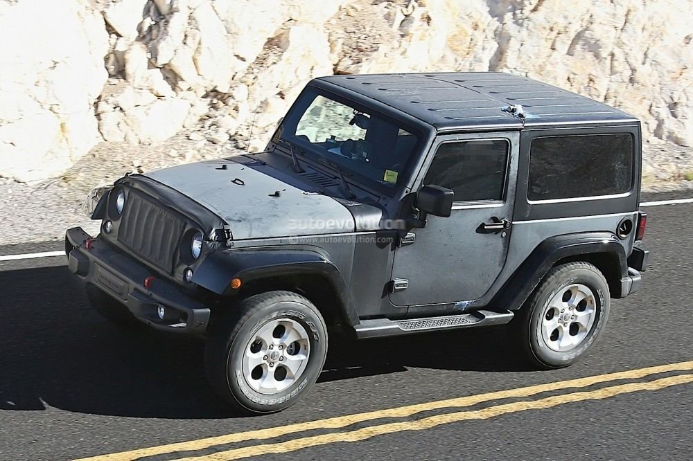new-2018-jeep-wrangler-spied-testing-in-the-desert-will-grow-in-length_6