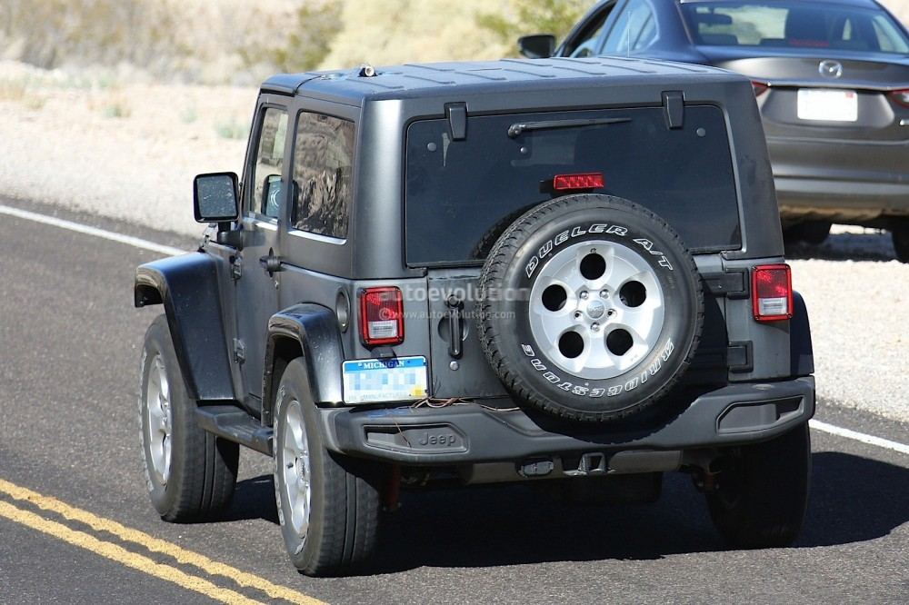new-2018-jeep-wrangler-spied-testing-in-the-desert-will-grow-in-length_9