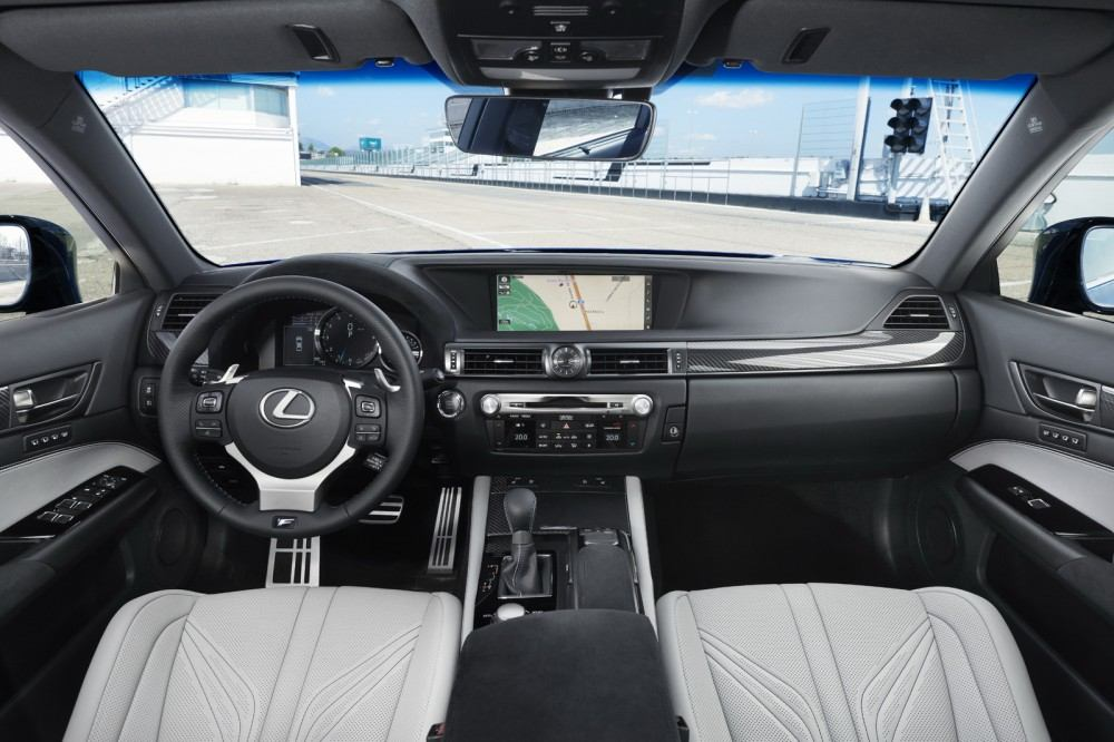 2016-Lexus-GS-F-37