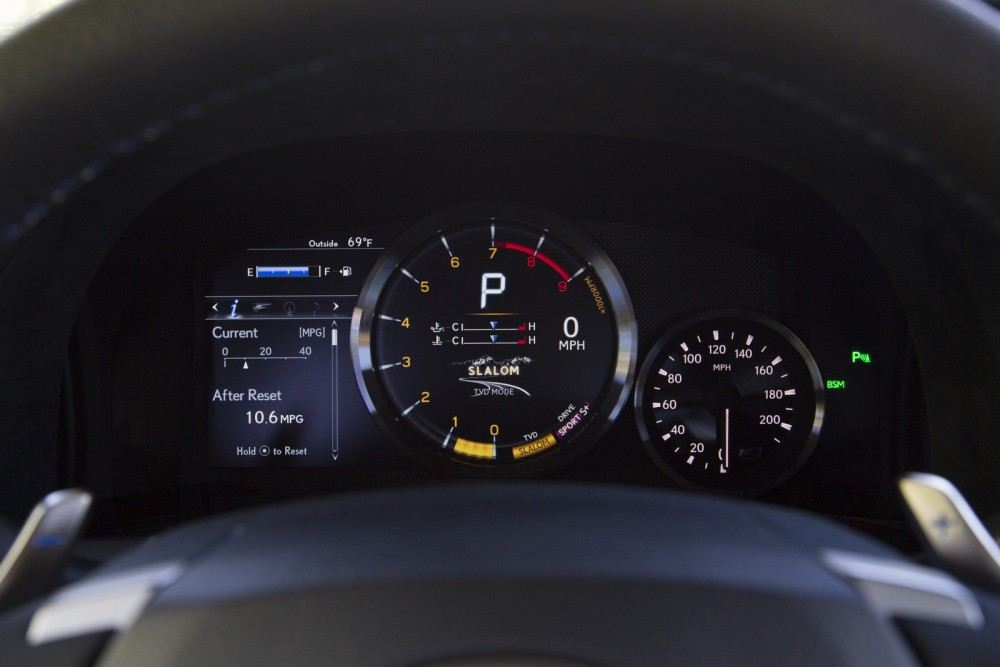2016-Lexus-GS-F-40