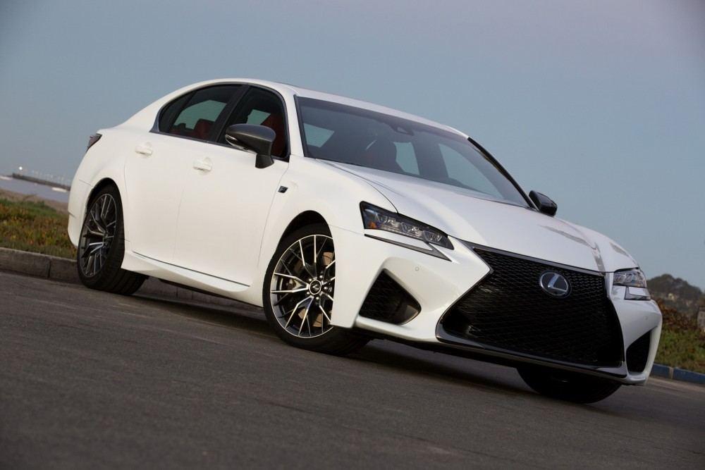 2016-Lexus-GS-F-6