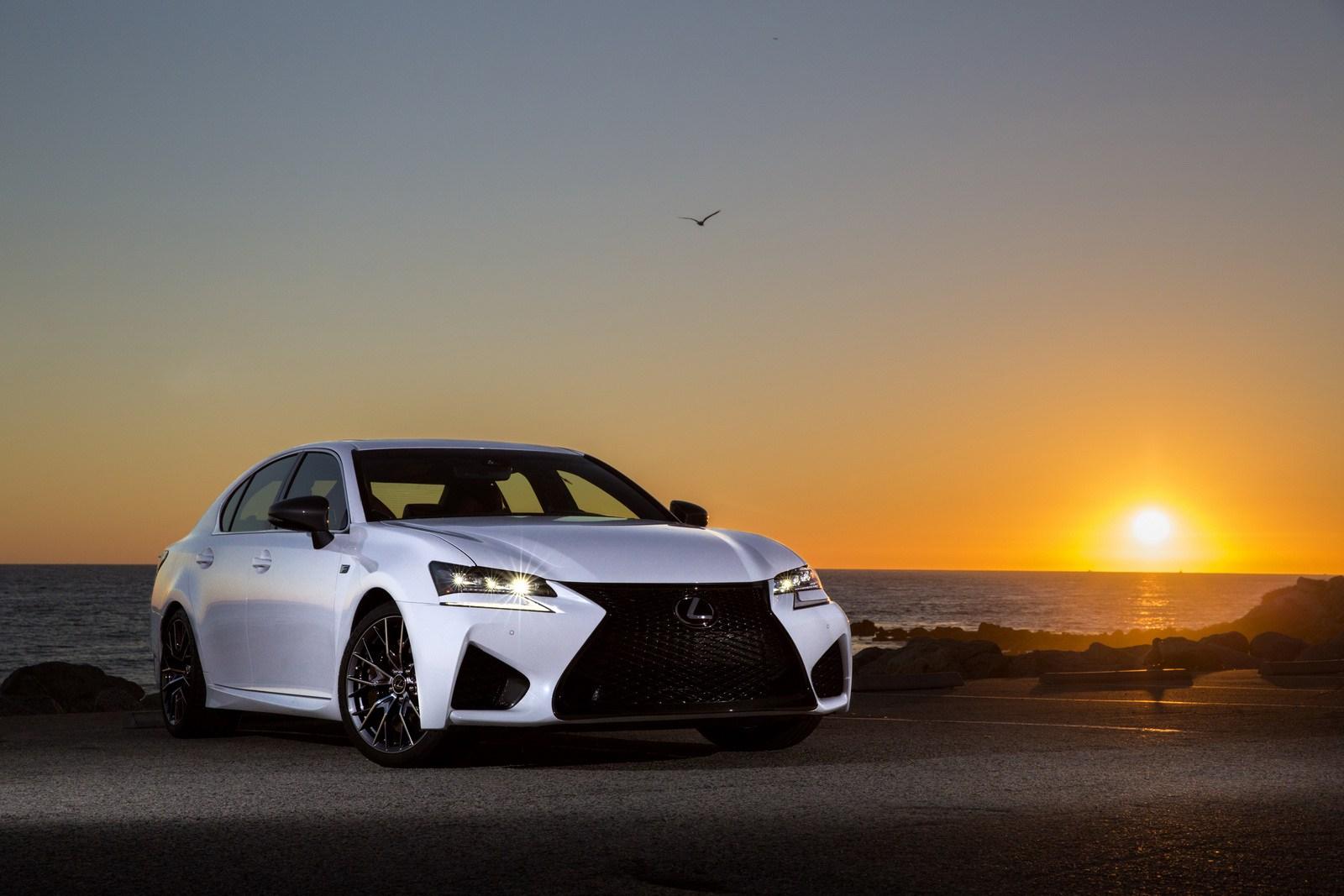 2016-Lexus-GS-F-7