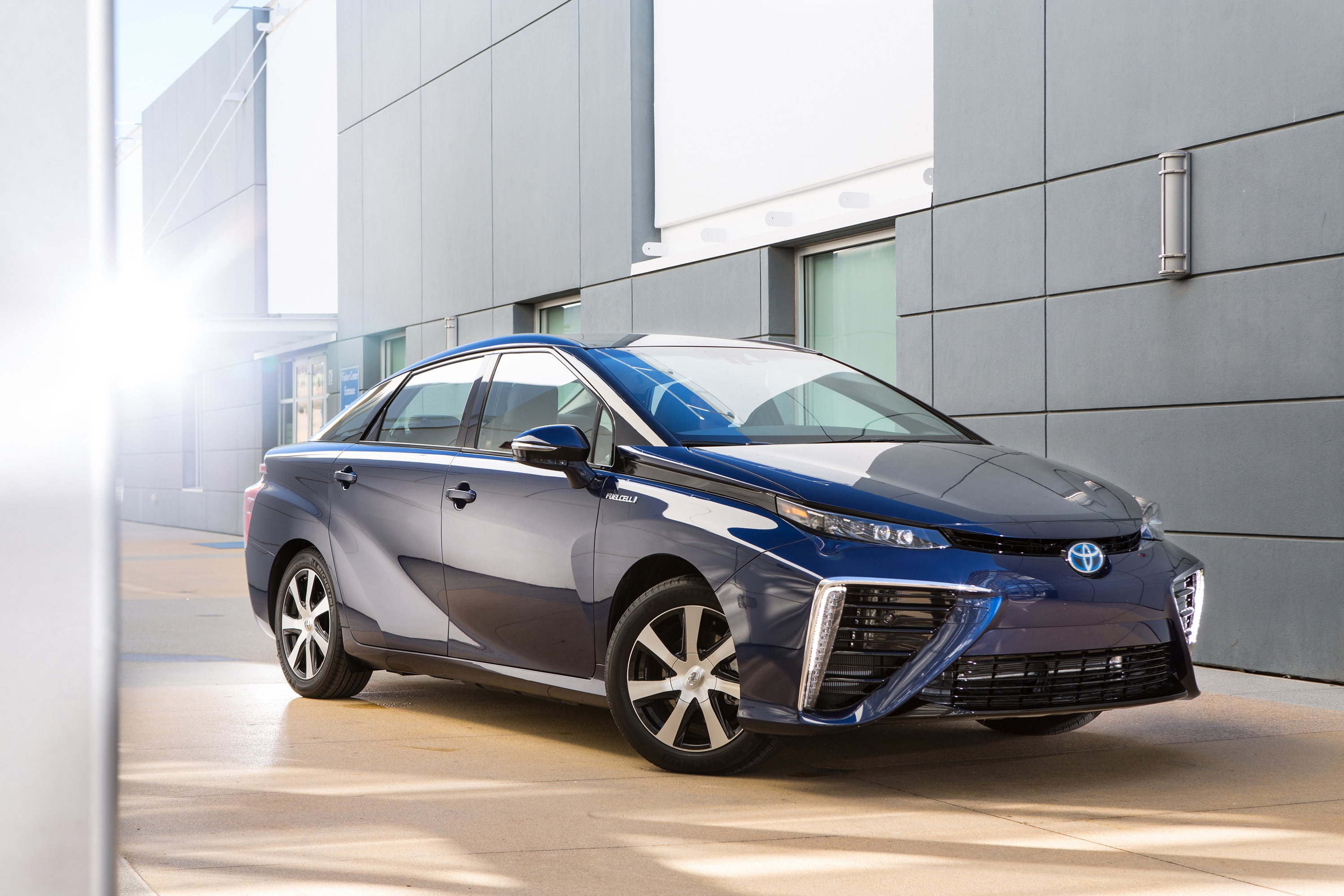 2016_Toyota_Fuel_Cell_Vehicle_Mirai