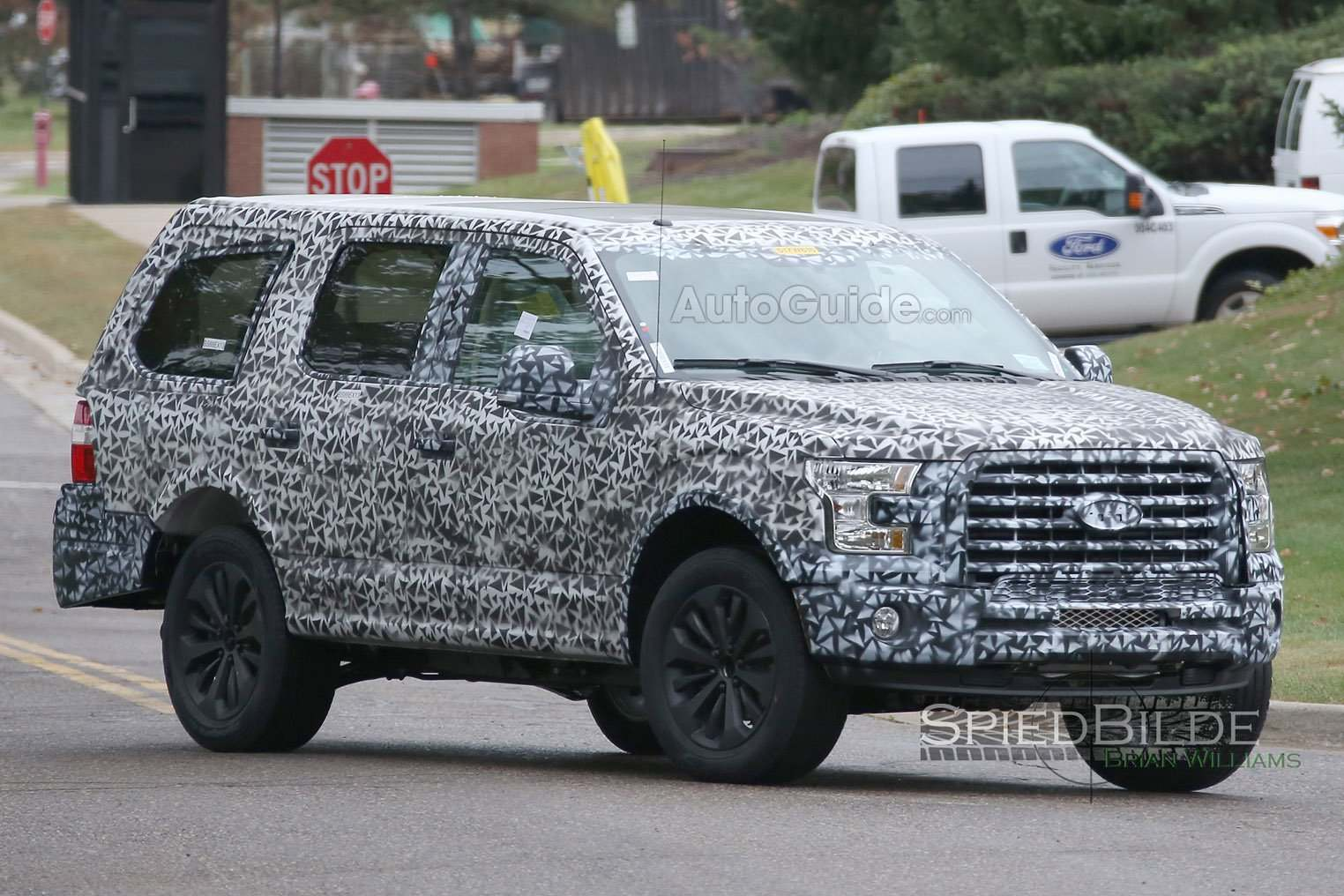 2018-Ford-Expedition-Spy-Photo-12