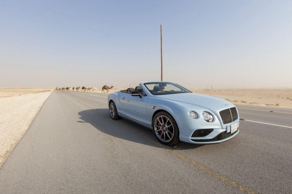 Bentley-Continental-GT-V8-S-Convertible-races-train-4