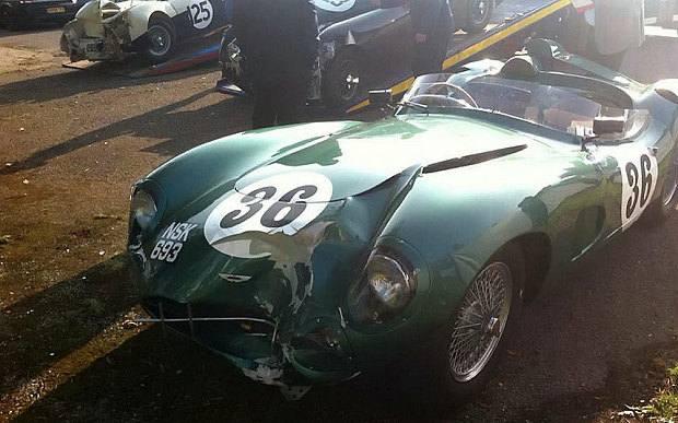 Classic_car_crash_3463944b