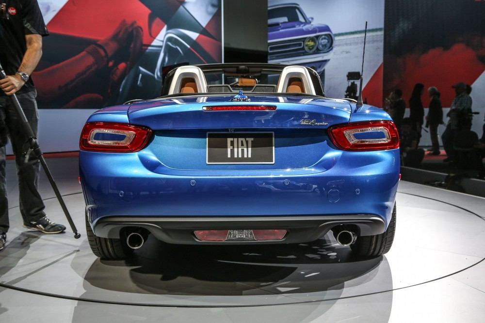 2017-Fiat-124-Spider-rear-end-021