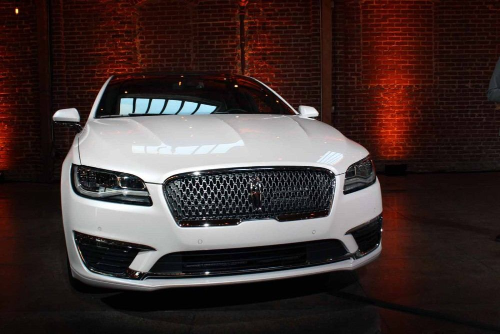 2017-Lincoln-MKZ-02