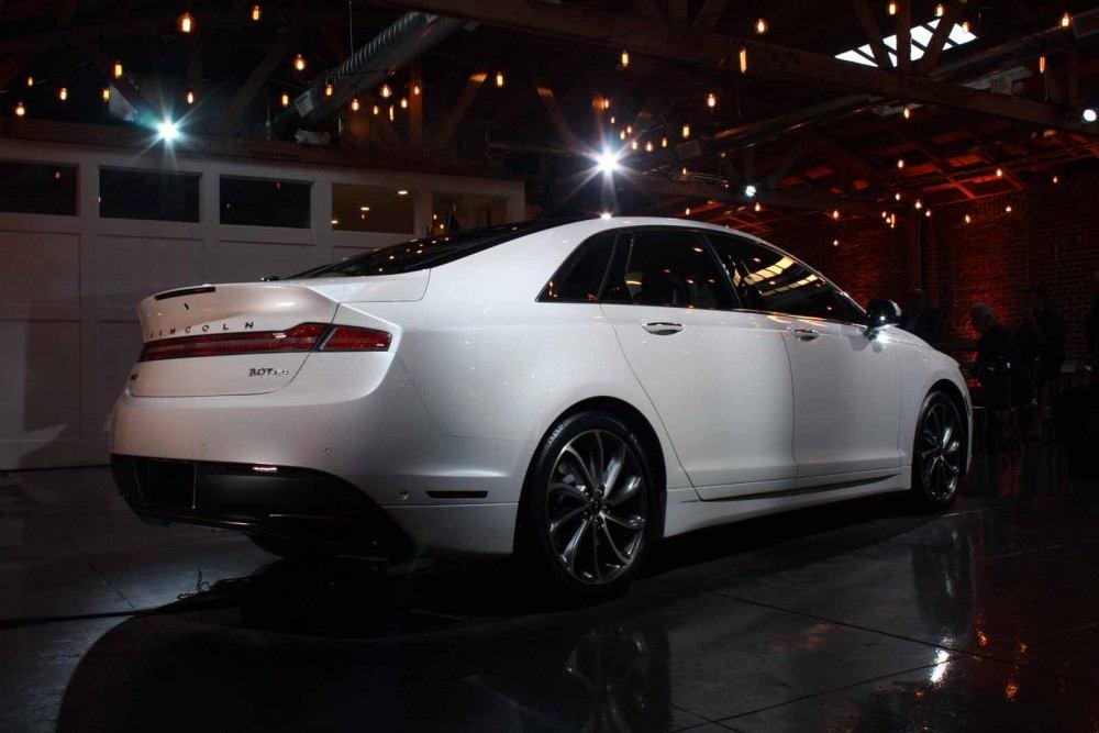 2017-Lincoln-MKZ-05