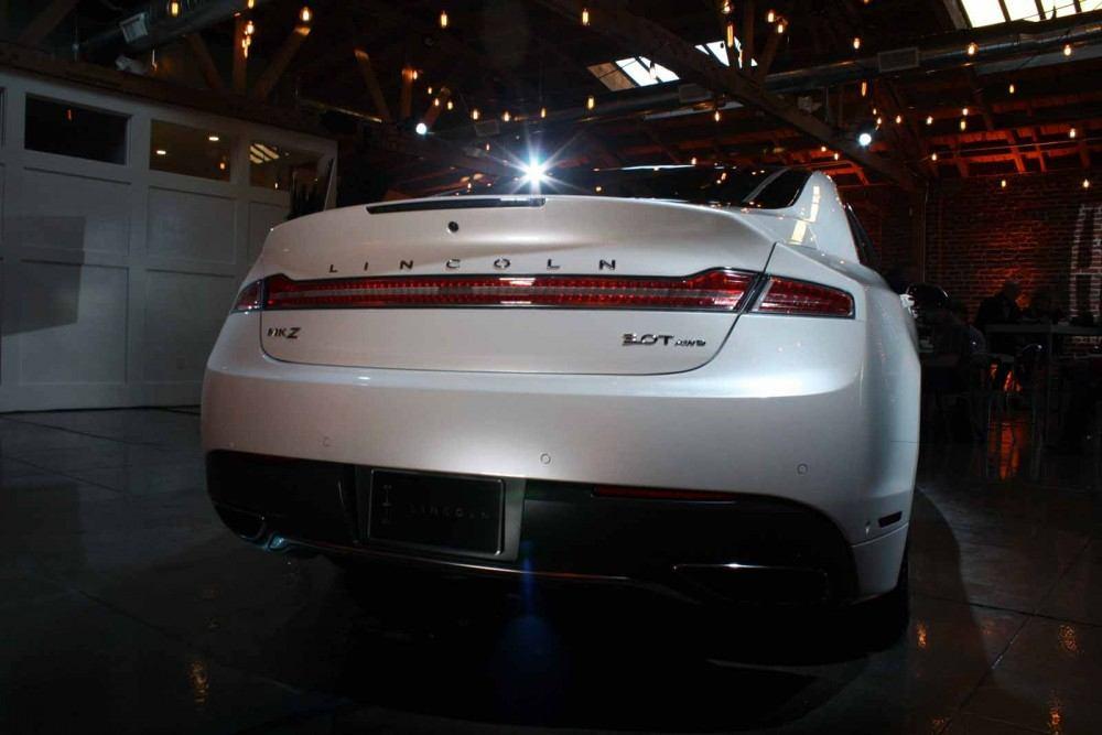 2017-Lincoln-MKZ-06