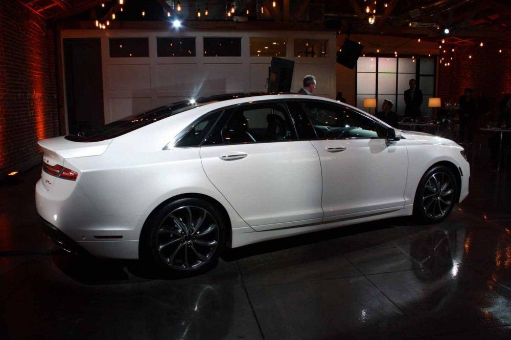 2017-Lincoln-MKZ-10