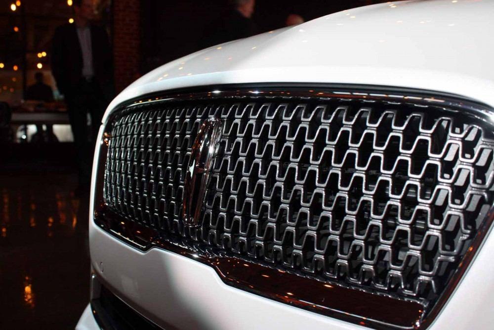2017-Lincoln-MKZ-21