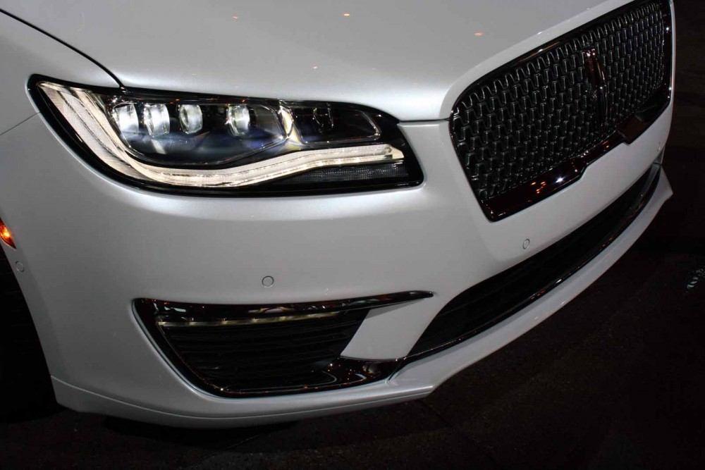 2017-Lincoln-MKZ-24