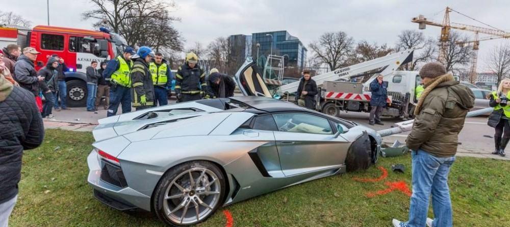 Lamborghini-Aventador-crash-10