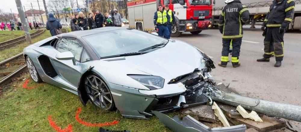 Lamborghini-Aventador-crash-1
