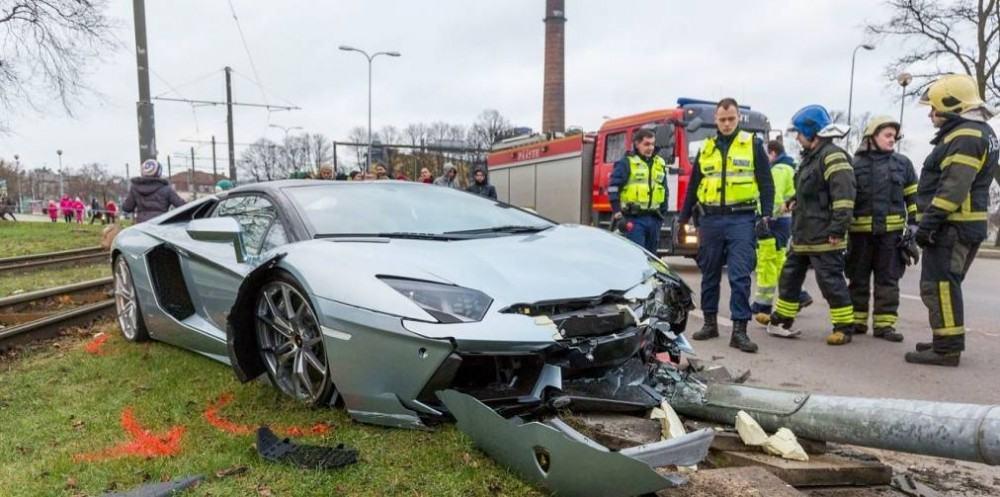 Lamborghini-Aventador-crash-5