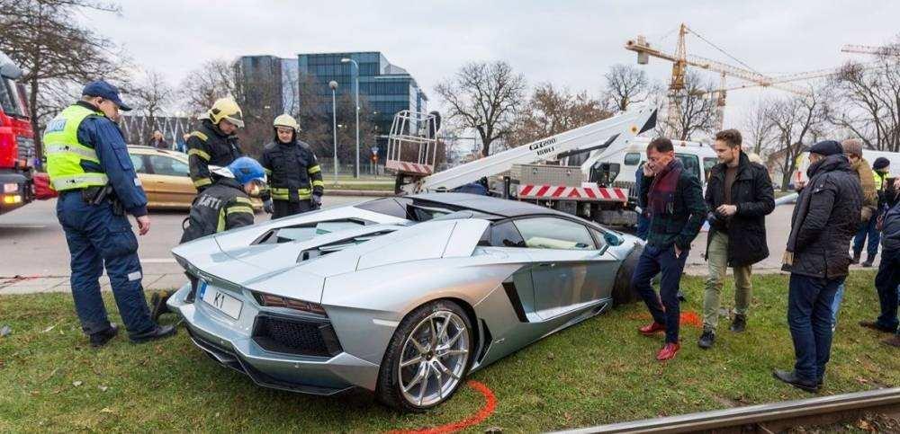 Lamborghini-Aventador-crash-6