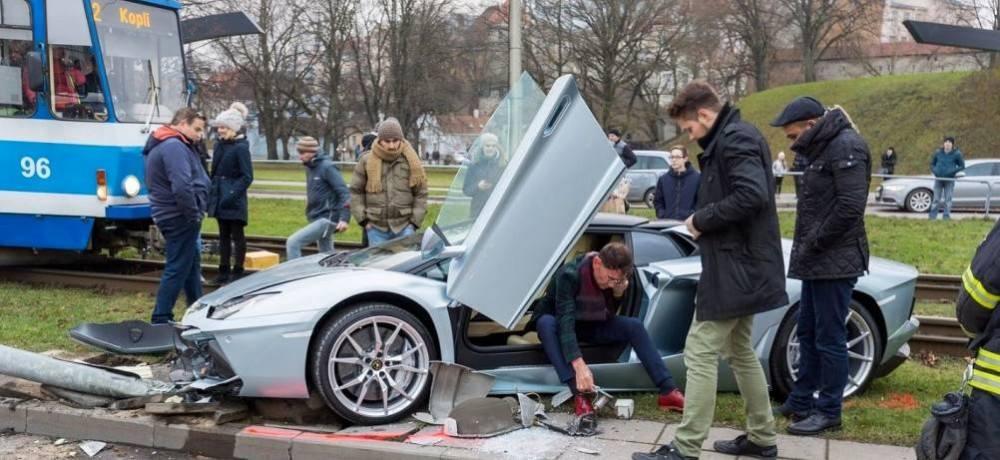 Lamborghini-Aventador-crash-8