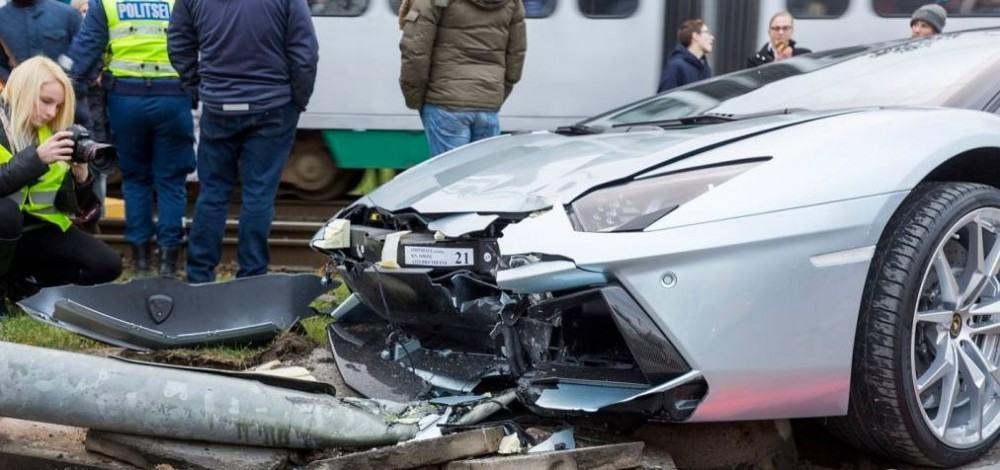 Lamborghini-Aventador-crash-9