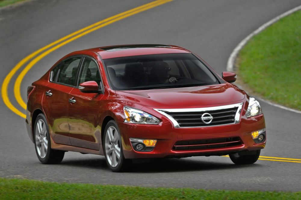 z2014-nissan-altima-right-front-1