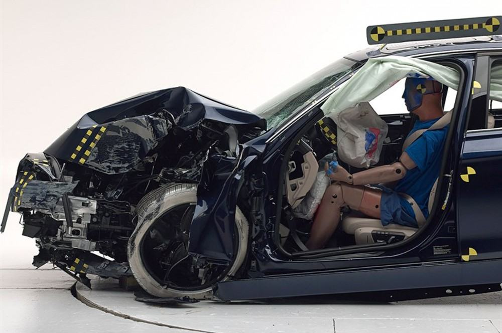 2016-BMW-3-Series-IIHS-small-overlap-front-test