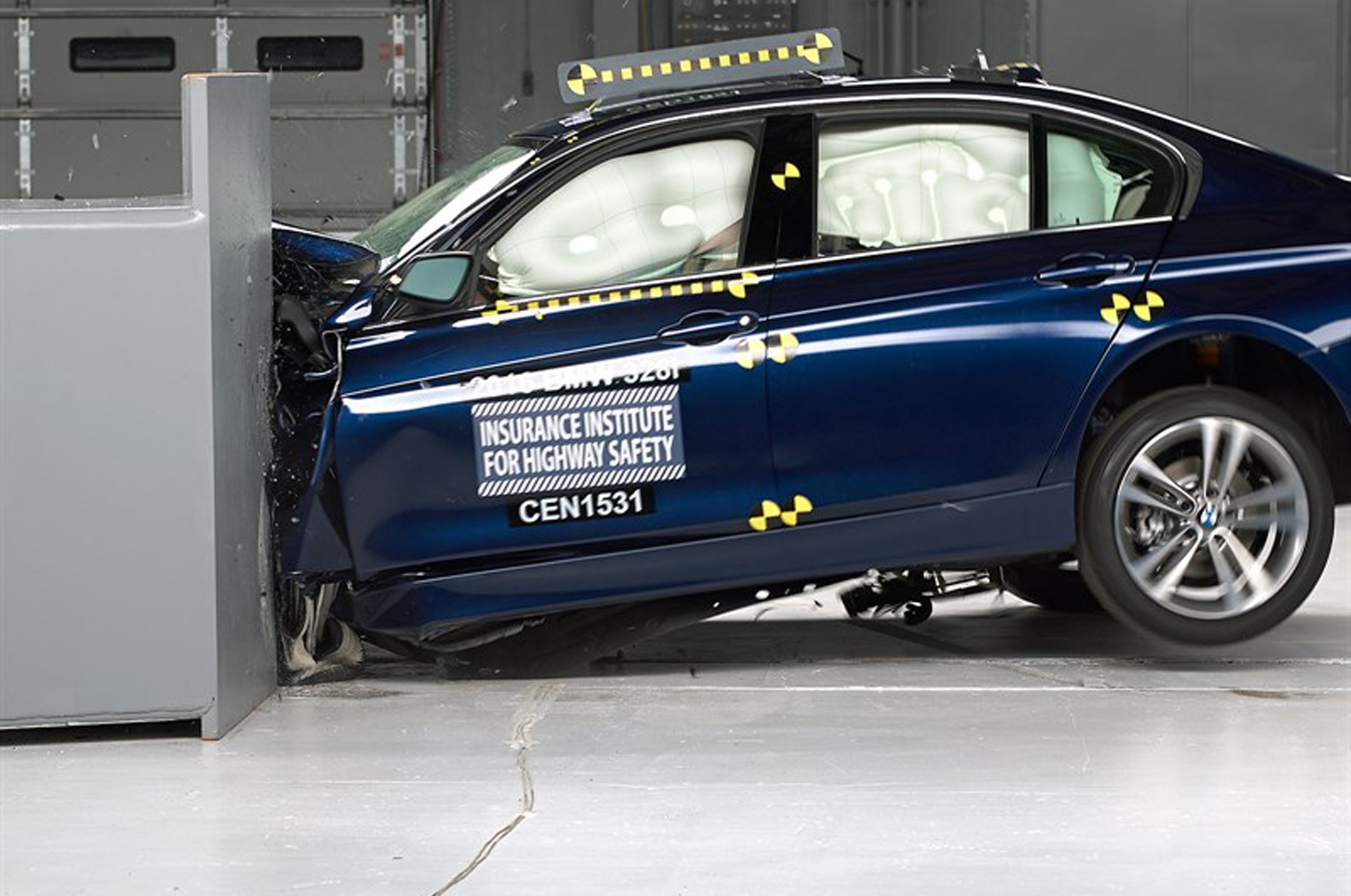 2016-BMW-3-Series-IIHS-small-overlap-front-test-side