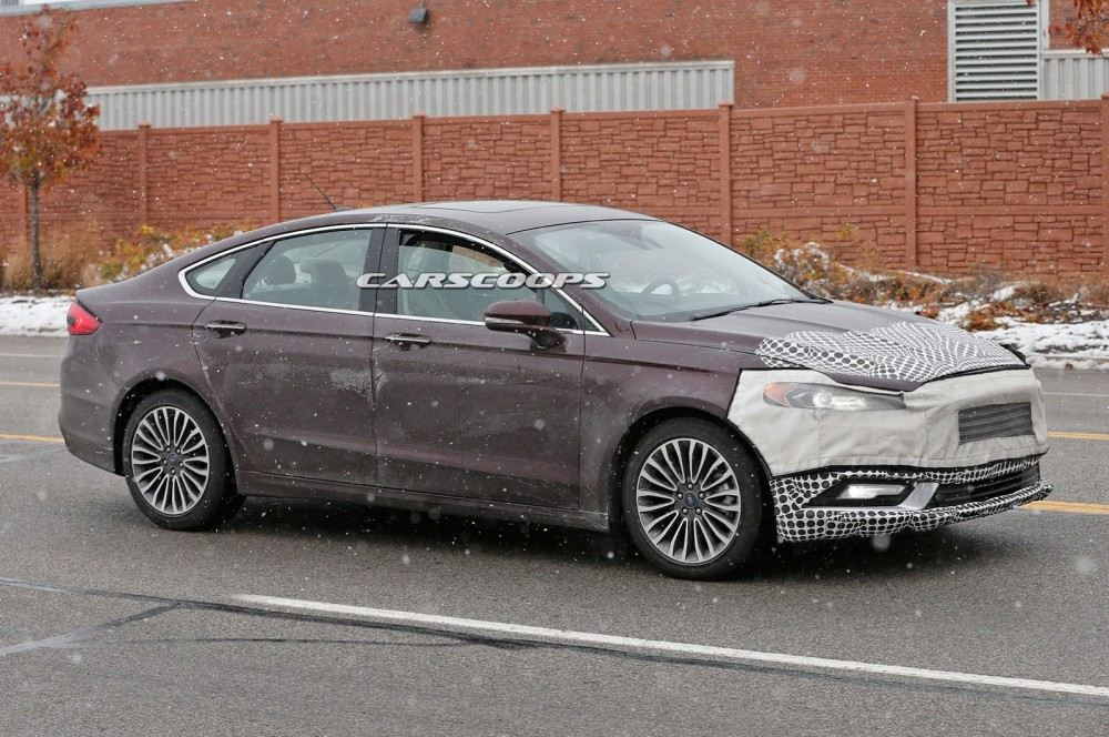2017-Ford-Mondeo-Fusion-12