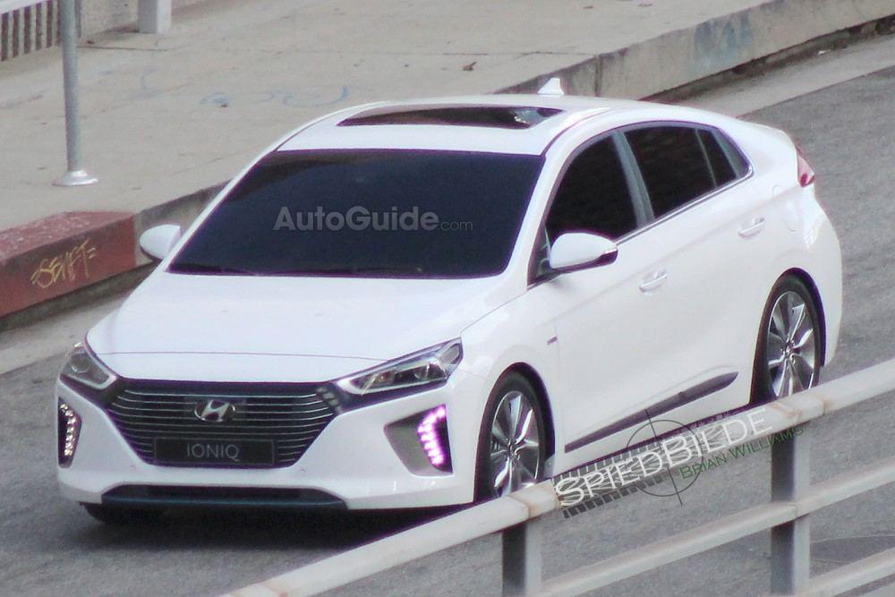 2017-Hyundai-Ioniq-1