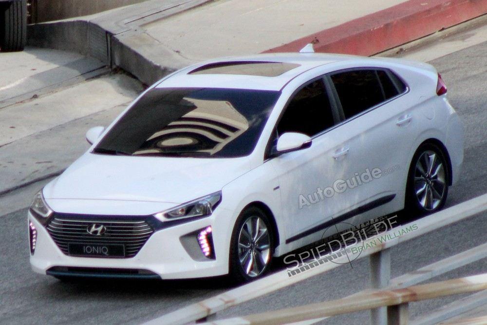 2017-Hyundai-Ioniq-4