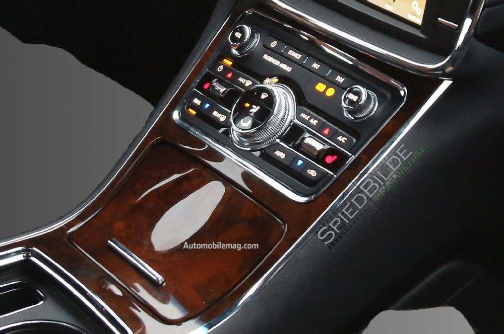 2017-lincoln-continental-spied-climate-controls