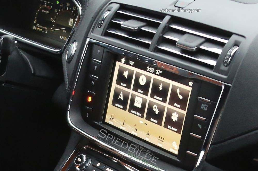 2017-lincoln-continental-spied-touchscreen
