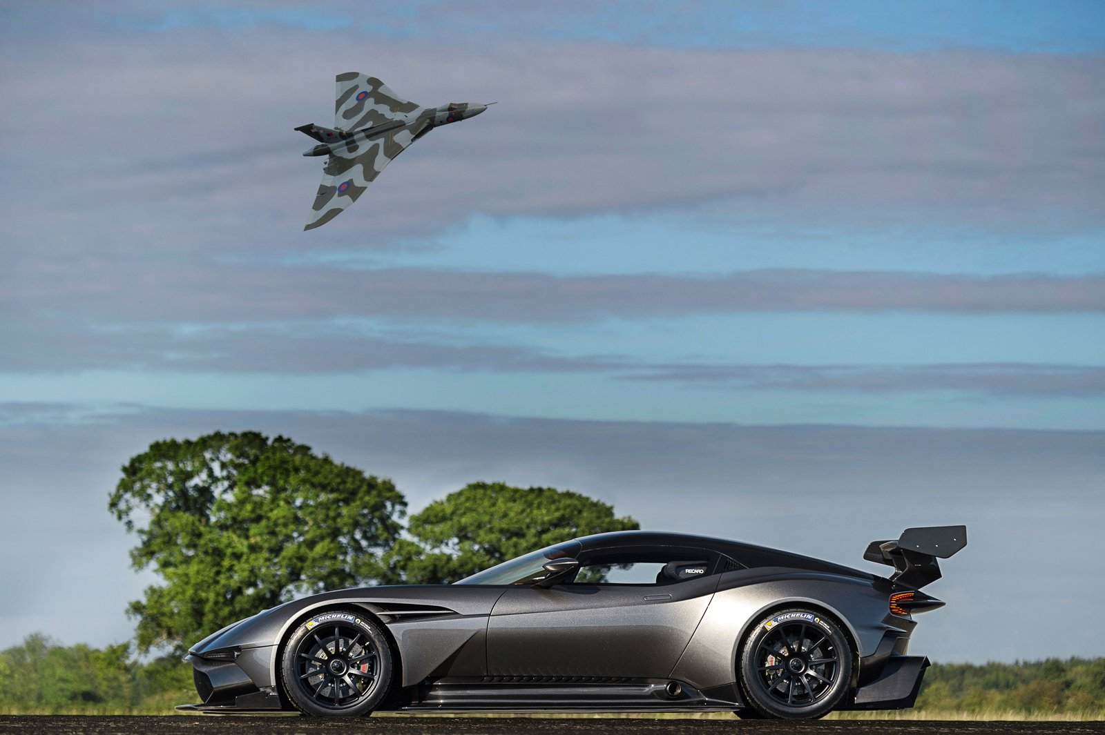 aston-martin-vulcan-rear-wing