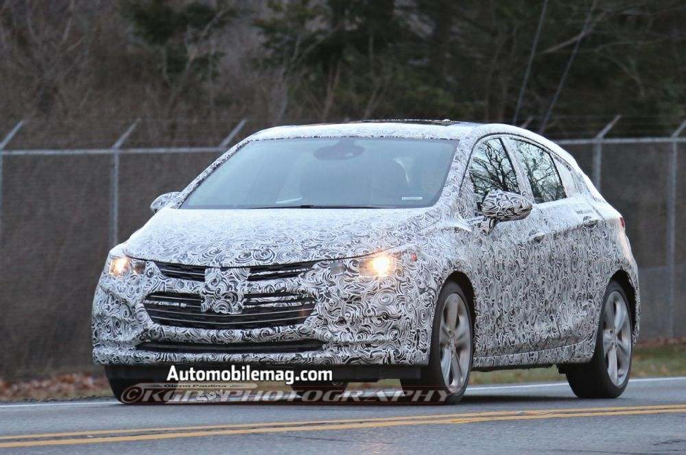 chevrolet-cruze-hatchback-spied-front-three-quarter-1