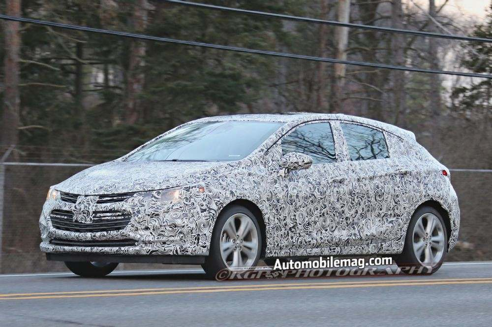 chevrolet-cruze-hatchback-spied-front-three-quarter-2