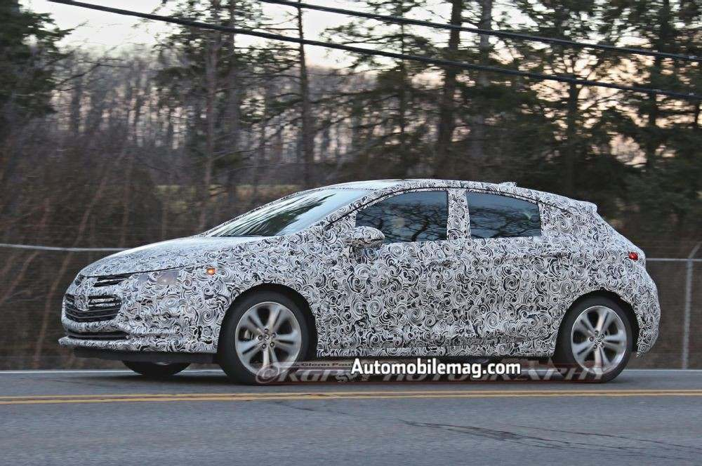 chevrolet-cruze-hatchback-spied-front-three-quarter-3