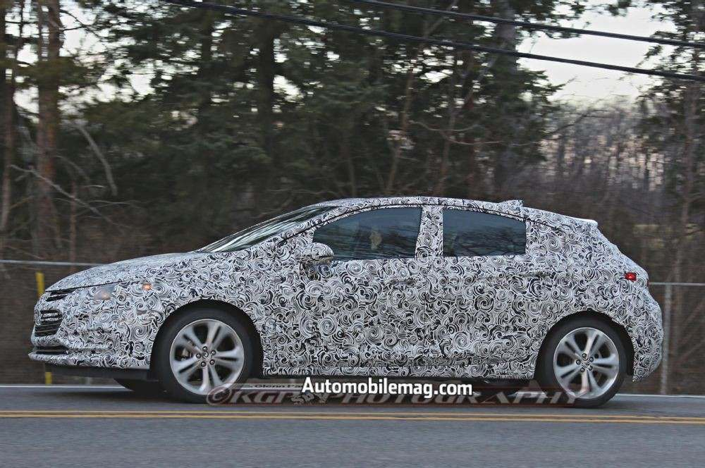 chevrolet-cruze-hatchback-spied-profile