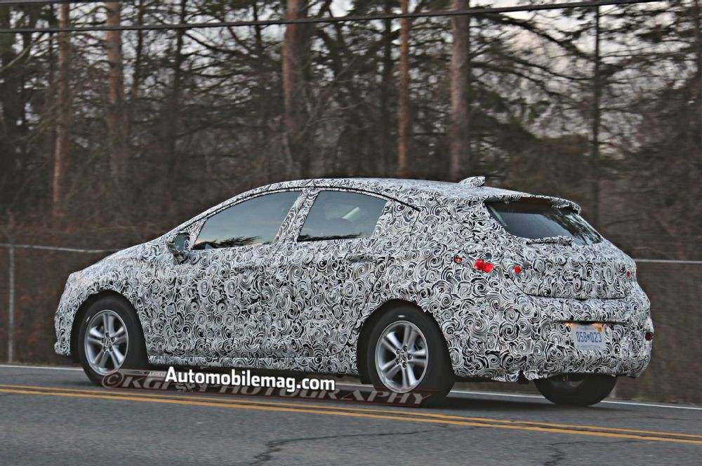 chevrolet-cruze-hatchback-spied-rear-three-quarter-2